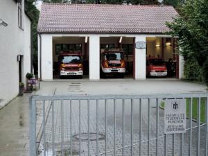Ein Neubau ist geplant, ein besserer Standort wird vom Bezirksausschuss Bogenhausen unterstützt: Die Halle für drei Löschfahrzeuge mit Diensthaus samt Wohnung der Freiwilligen Feuerwehr Oberföhring an der Muspillistraße entspricht nicht mehr den heutigen Anforderungen. Foto: FF Oberföhring