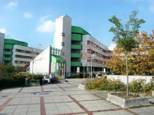 Das Klinikum Bogenhausen wird erweitert mit einem viergeschossigen Anbau samt Landeplatz für Hubschrauber auf dem Dach. Die Baumaßnahme soll von Oktober 2016 bis etwa April 2019 dauern.