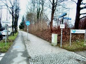 Gegenläufiger Radverkehr abgelehnt: Der Radweg an der Englschalkinger Straße ab Höhe Einmündung zum Ökologischen Bildungszentrum (ÖBZ)/Memeler Straße darf weiterhin nur in Richtung Westpreußenstraße befahren werden.