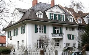 """Der laut Denkmalliste """"barockisierende Doppelhausblock"""" aus dem Jahr 1908 an der Kolbergerstraße 31/33.    Foto: Denkmalschutzliste der Stadt München"""