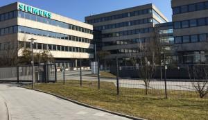 Im leer stehenden Siemens-Komplex an der Richard-Strauss-Straße werden Notunterkünfte für bis zu 400 Flüchtlinge eingerichtet.