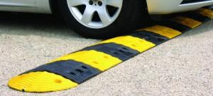 Bremsschwellen – auch als Boden- oder Temposchwellen bezeichnet – werden auf öffentlichen Straßen in München aus versicherungsrechtlichen Gründen seit vielen Jahren nicht mehr gebaut.   Foto: Rubber Company