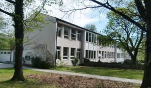 Die Grundschule an der Oberföhringer Straße wurde vor 56 Jahren eröffnet und 1966 erweitert.