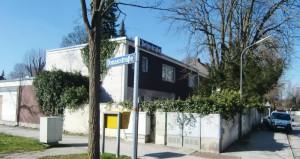 An der Ecke Delpstraße 19 / Donaustraße 11 sind zwei Mehrfamilienhäuser mit zusammen fünf Wohneinheiten geplant, die der Bezirksausschuss in der präsentierten Form abgelehnt hat.