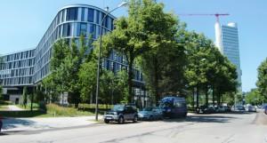 Bauliche Bogenhauser Highlights: Der sechsstöckige Bürokomplex Arabeska an der Arabellastraße 30 und der HypoVereinsbank-Tower im Hintergrund.