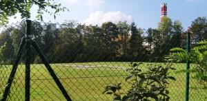 """Der bestehende Landeplatz für Hubschrauber fürs Klinikum Bogenhausen auf einem Hügel neben dem Cosimawellenbad wird auf das Dach des geplanten Anbaus verlegt. Der neue """"Heliport"""" soll ab April 2019 nutzbar sein."""