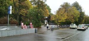 Hier entsteht der künftige Eingangsbereich zum Klinikum Boenhausen mit überdachten Zugängen von der U-Bahnstation und dem Taxistand.