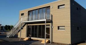 Vier zusammengesetzte Module bieten Wohnraum für zwei Dutzend Menschen.   Foto: Bauer Holzbausysteme