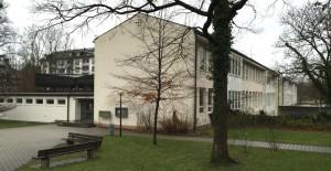 Der langgestreckte Bau der Grundschule an der Oberföhringer Straße: 1959 eröffnet und 1966 erweitert.