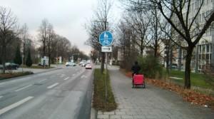 Die auf einem Teilstück bestehende Radwegbenutzungspflicht in der Eggenfeldener Straße will das Kreisverwaltungsreferat aufheben – die Mitglieder des Bezirksausschusses lehnen das aber ab.