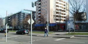 An der Ecke Richard-Strauss-/Lisztstraße ist endlich ein ampelgesteuerter Fußgängerübergang eingerichtet. CSU-Lokalpolitiker Peter Reinhardt und der Bezirksausschuss hatten sich seit Jahren hartnäckig für einen gesicherten Überweg eingesetzt.