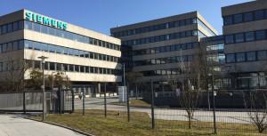 Von rund 500 auf 800 wird ab Mitte Januar die Zahl der Plätze für Asylsuchende im ehemaligen Siemens-Verwaltungstrakt an der Richard-Strauss-Straße 76 vorübergehend erhöht und dann ab Ende Februar kontinuierlich wieder auf 500 reduziert.