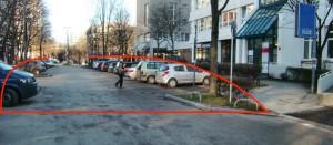 Von der Arabellastraße kommend könnte nach Anregung eines Anliegers ab der roten Querlinie beim Rosenkavalierplatz, also ab der Ein- und Ausfahrt zum Parkhaus (rechts im Bild), die Fußgängerzone gemacht werden. Dadurch würden etwa 16 Stellmöglichkeiten für Autos wegfallen. Eine Einbahnstraßenregelung wäre obsolet.