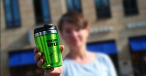 """""""Becherheld – Mehrweg to go"""" – mit dieser Aktion plädiert die Deutsche Umwelthilfe für immer wieder verwendbare """"Kaffeetassen"""", um Milliarden Einwegbecher zu vermeiden.  Foto: Grießbaum/DUH"""