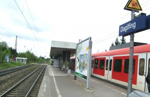 Die Strecke der S 8 zum und vom Flughafen zwischen den Stationen Daglfing, Englschalking und Johanneskirchen wird frühestens in neun Jahren in einem Tunnel angelegt. Auch die Bahnhöfe sollen unterirdisch gebaut werden. Das hat der Stadtrat bestätigt.   Foto: hgb