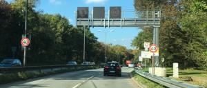 Auf dem Isarring Richtung Schwabing gilt in der ersten Woche nach der Ausbaumaßnahme zur Eingewöhnung für die Autofahrer Tempo 40.