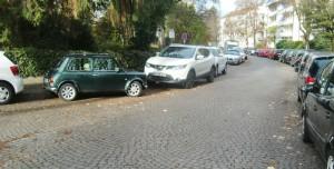 Die Ausweisung als Anliegerstraße und eine Erneuerung des Straßenbelags fordern Anwohner der Niedermayerstraße. Ersteres lehnte der Bezirksausschuss ab, weil laut Polizei keine Anliegerstraße eingerichtet werden kann.     Foto: hgb