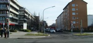 Die Stuntz- an der Ecke zur Richard-Strauss-Straße – die Einfahrt in die Parkstadt Bogenhausen, wo die Fahrbahnen in der Mehrzahl sehr schmal sind.      Foto: hgb