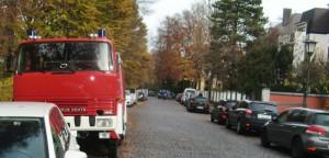 Ein in der Maria-Theresia-Straße geparkter Oldtimer-Feuerwehrwagen stört Anwohner, weil er ihrer Meinung Parkplätze für Personenwagen blockiert. Indes: Das Fahrzeug ist laut Polizei ordnungs-gemäß abgestellt.   Foto: hgb
