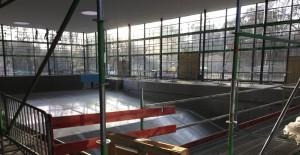 Der Innenbereich des Bads: Ob das alles bis kommenden Sommer fertig ist?     Foto: hgb