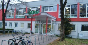 Der vor drei Jahren fertig gestellte Anbau mit Fitness-Studio und Gymnastikraum im Eingangs-bereich der TS Jahn.      Foto: hgb