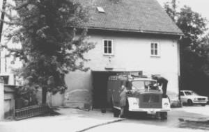 Bis 1979 diente die Muspillistraße 8 als Gerätehaus der Freiwilligen Feuerwehr Oberföhring, ehe sie ins Gebäude Nr. 25 umzog. Dieser Standort ist inzwischen viel zu klein. Die Erweiterung um das Haus 27 oder ein Neubau des Gerätehauses im Bürgerpark wird derzeit geprüft.  Foto: NordOstKulturverein