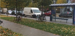 Einen Fahrradständer an der Westseite der Kreuzung Richard-Strauss-/Zaubzerstraße beantragte jetzt die CSU-Fraktion im Bezirksausschuss.     Foto: Privat