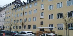 Das Gebäude Kopernikusstraße 6 wie auch die Nummer 8 sollen umgebaut und saniert werden, die Mieten würden um mehr als das Doppelte steigen. Mieter haben Angst, diese Summe dann nicht mehr bezahlen zu können, sie fürchten um ihr Zuhause.   Foto: hgb