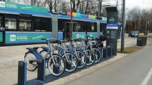 Die zweite MVG-Radstation in Bogenhausen in St. Emmeram bei der Tram-Wendeschleife ist in Betrieb. Weitere sechs Standorte werden folgen.    Foto: hgb