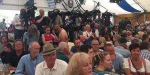 Pressevertreter aller Medien aus aller Welt waren beim ersten  gemeinsamen Wahlkampfauftritt des Duos Merkel/Sehofer vertreten.    Foto: hgb