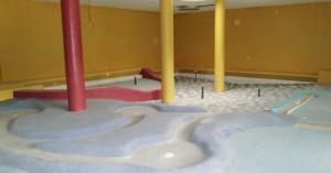 Der künftige Planschbereich mit Schifferlkanal, einem Wasserigel, einer kleinen Rutsche, fest montierten Wasserspritzen und Bodenfontänen für Kinder.      Foto: hgb