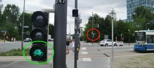 Kreuzung Tuderinger-/Zamilastraße: Je nach Schaltung zeigt die Ampel für Radfahrer grün, die folgende Ampel für Fußgänger rot, was immer wieder von Radfahrern übersehen wird.  Foto: hgb