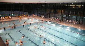 Das kernsanierte Cosimawellenbad musste in den Sommerfreien wegen eines Lecks im Becken für 13 Tage geschlossen werden. Lokalpolitiker fordern deswegen an zwei Ragen in den Osterfreien für die Bogenhauser freien Eintritt.     Quelle: SWM