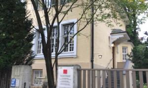 Der Gaertner-Klinik-Komplex umfasst drei denkmalgeschützte Gebäude: Die Hausnummern 27 (Foto), 29 und 31 der Possartstraße.      Foto: hgb