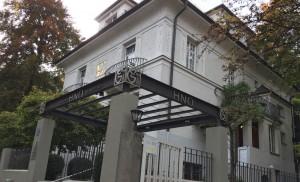 Die unbefristete Verlängerung der Baugenehmigung des rückwärtigen Anbaus der Gaertner-Klinik an der Possartstraße 29 lehnen die Mitglieder des Bezirksausschusses kategorisch ab. Zum Klinik-Komplex gehören auch die beiden benachbarten Villen.      Foto: hgb