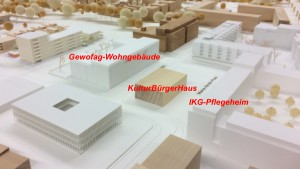 Im Zentrum des Prinz-Eugen-Parks: das Pflegeheim der Israelitischen Kultusgemeinde mit KulturBürgerHaus und dem Gewofag-Wohntrakt     Modell/Bearbeitung: Planungsreferat/hgb