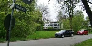 """Das Gartenbauamt erachtet die Wiese zwischen dem Weg Grüntal und der Mauerkircherstraße für einen Spielplatz als """"nicht geeignet"""", kontert damit den Beschluss des Bezirksausschusses.       Foto: hgb"""