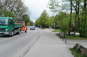 Die von einem Anwohner und dem Bezirksausschuss geforderte Wiedereinführung der Radweg-benutzungspflicht in der Rennbahnstraße lehnt das Kreisverwaltungsreferat ab. Radler dürfen also auch weiterhin auf der Straße fahren..    Foto: hgb